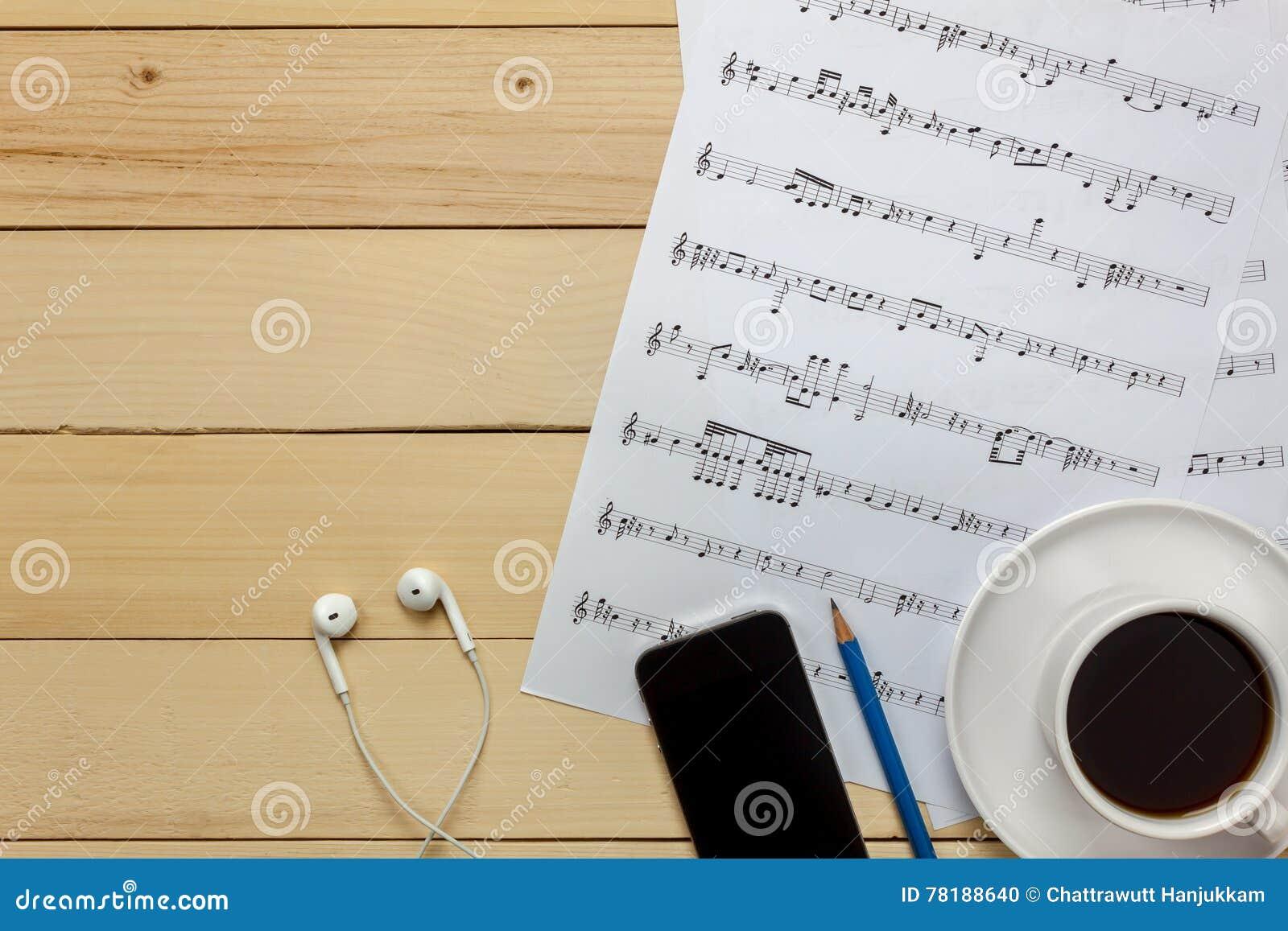 由我自己创造音乐纸张便条纸 顶视图音乐纸张没有