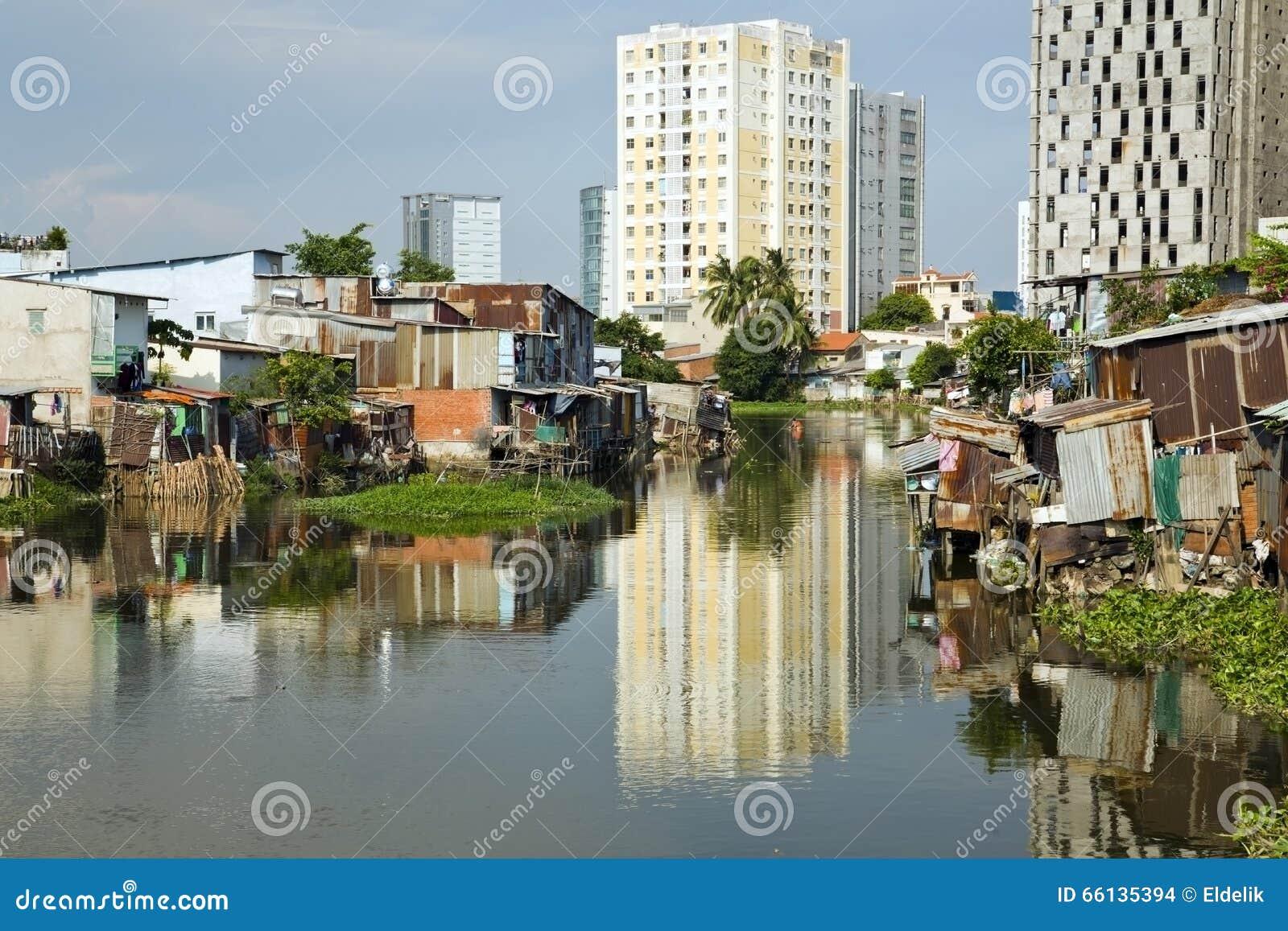 由河,西贡,越南的胡志明市贫民窟