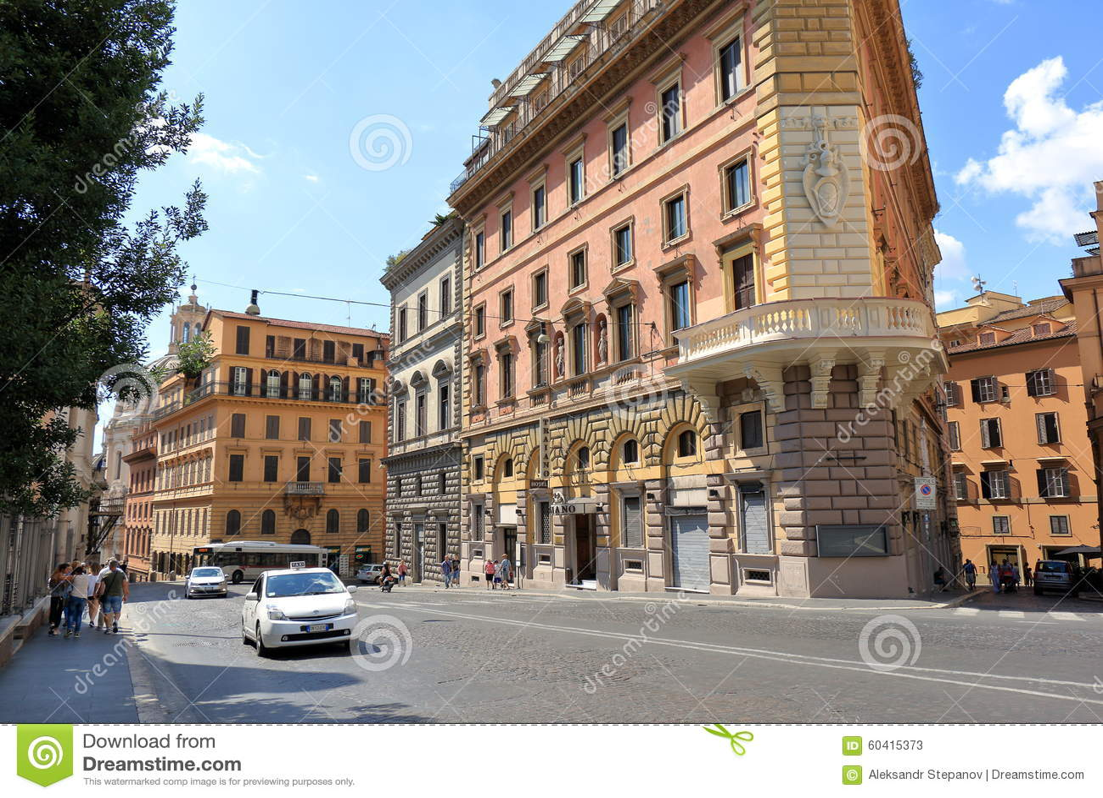 由街道交易通过IV Novembre在罗马,意大利