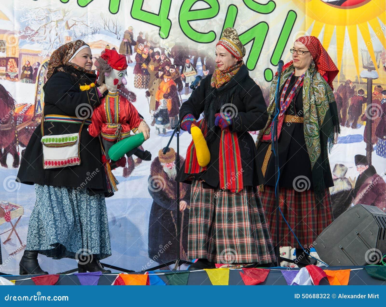 Download 由警棒的Petrushka战斗 图库摄影片. 图片 包括有 种族, 烙饼, 文化, 男朋友, 服装, 愉快 - 50688322