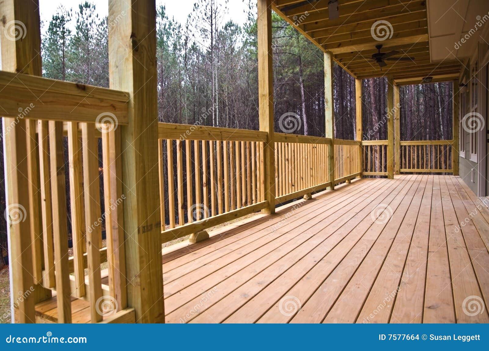甲板室门廊木头
