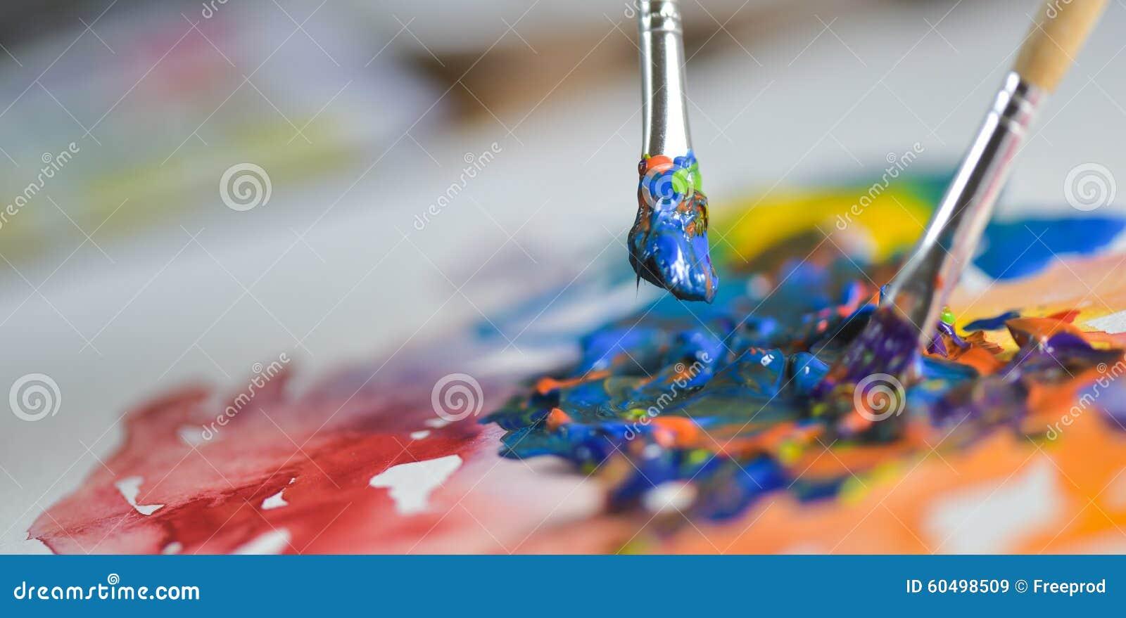 申请在图画板料的艺术家的手油漆树胶水彩画颜料图片