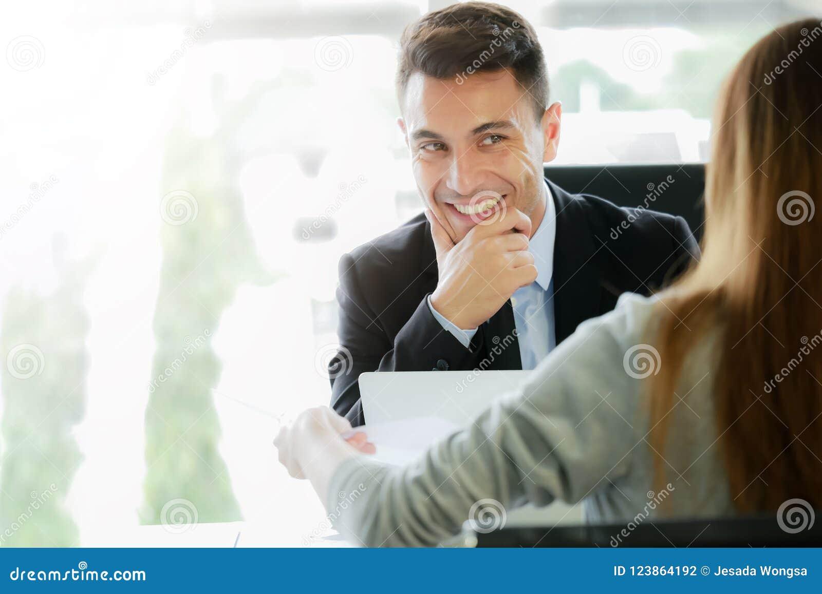 申请新的工作,事业机会概念:行政管理或补充代表性采访