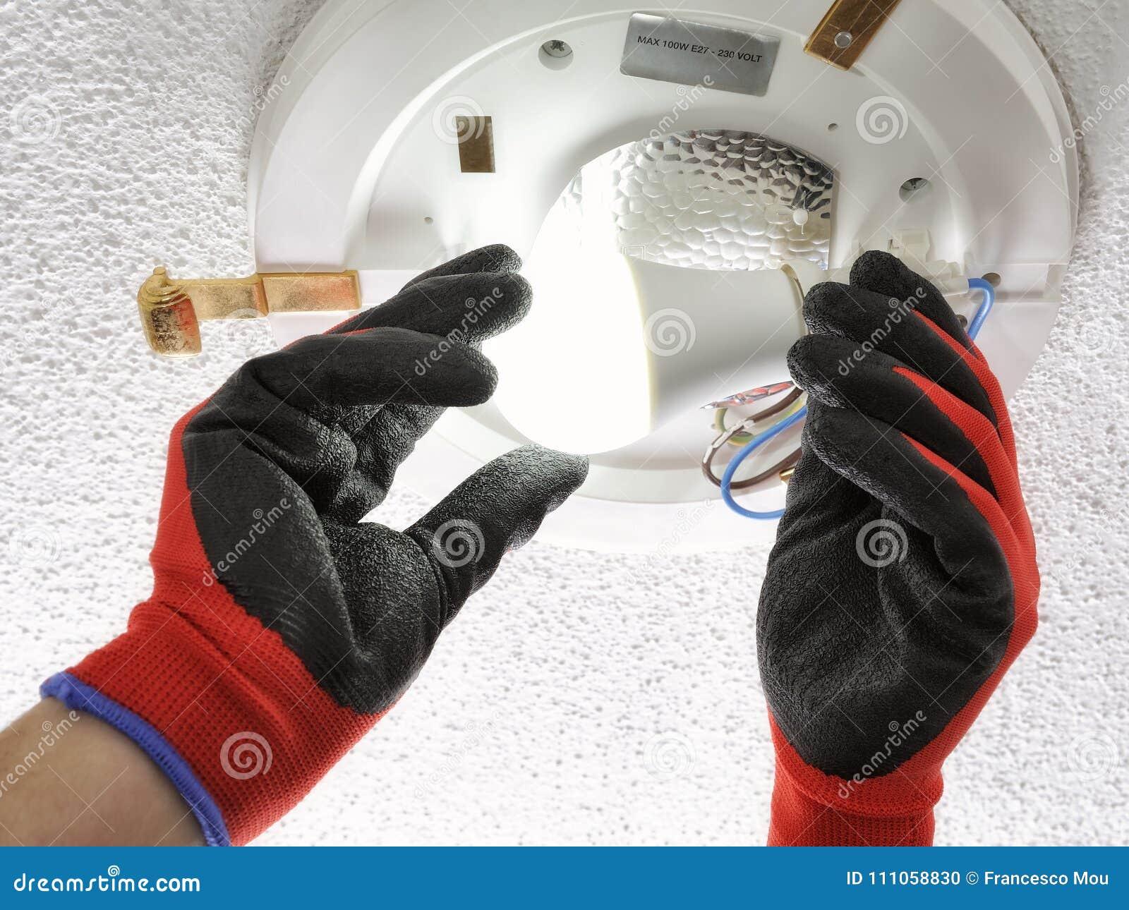 电工技术员在住宅电系统的工作
