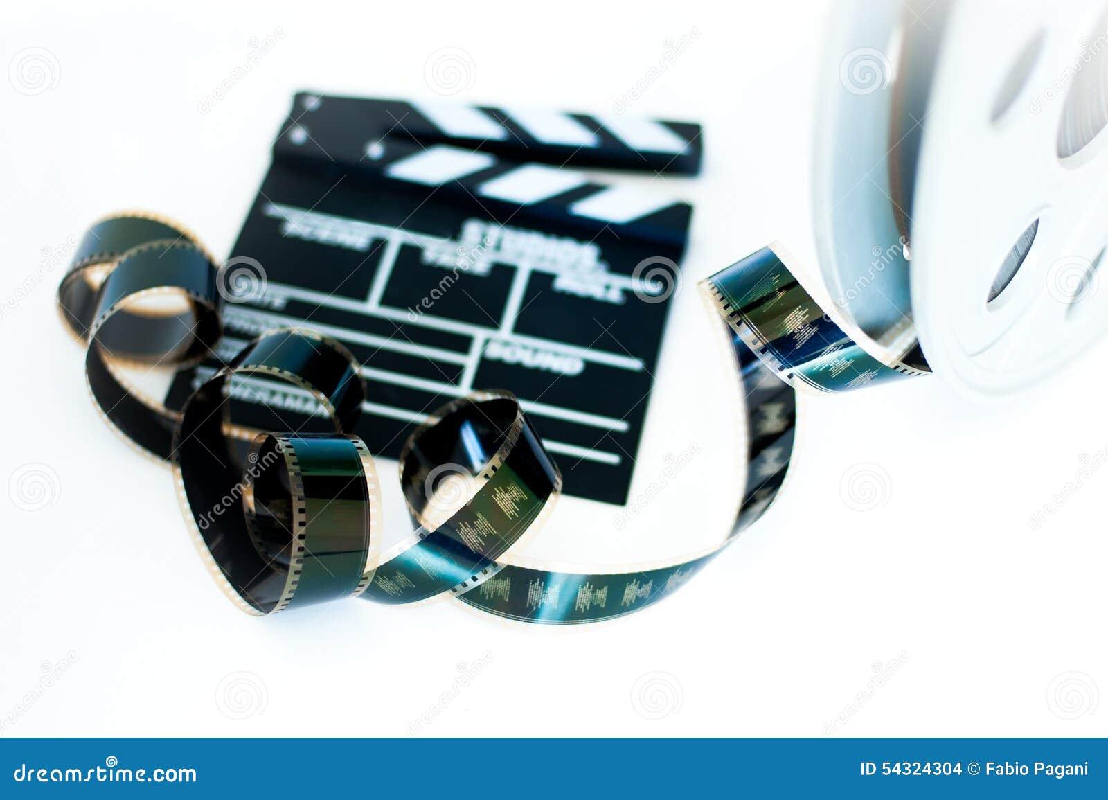 电影拍板和葡萄酒35 mm影片在白色的戏院卷轴