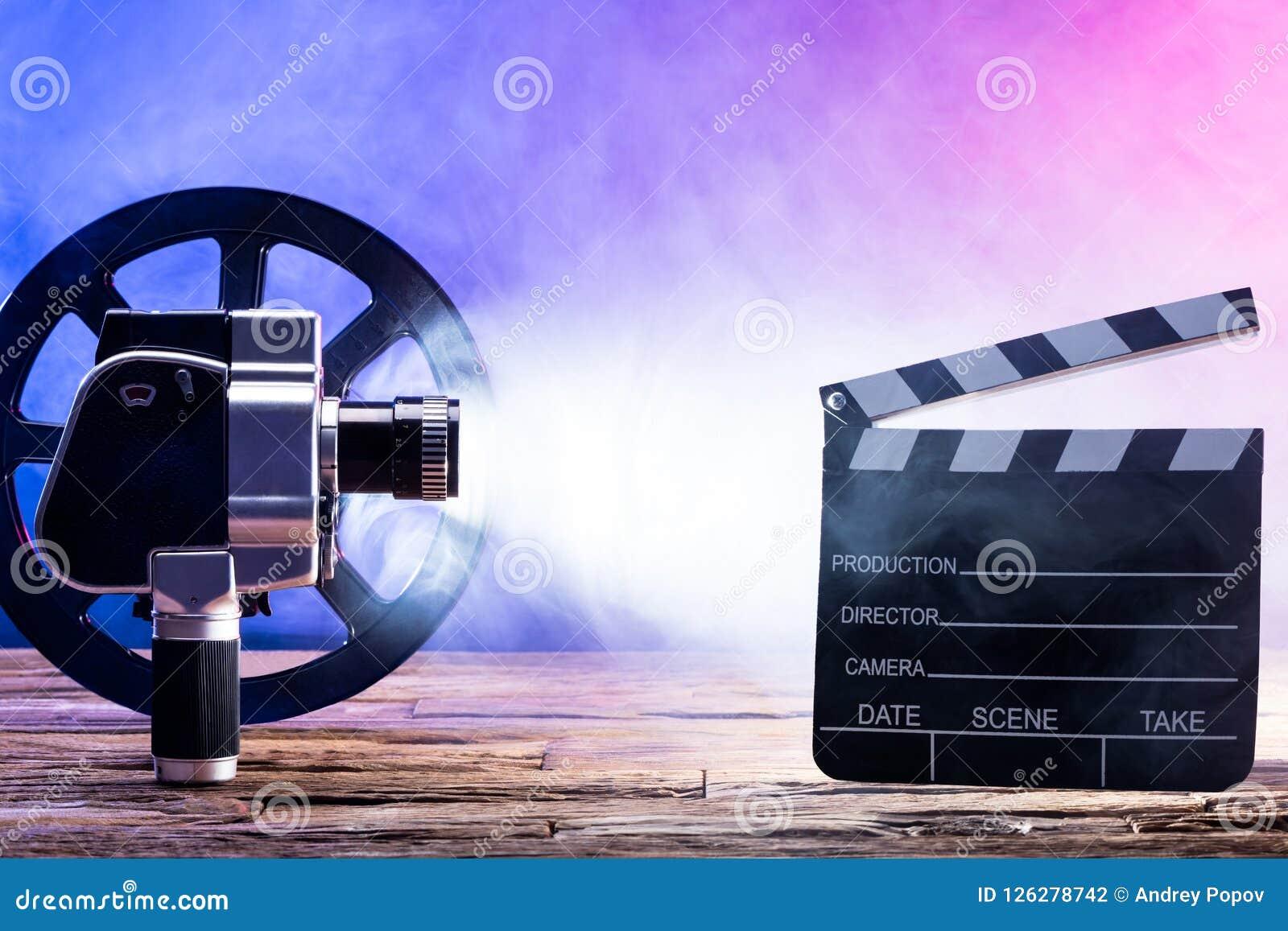 电影摄影机特写镜头与影片轴和拍板的