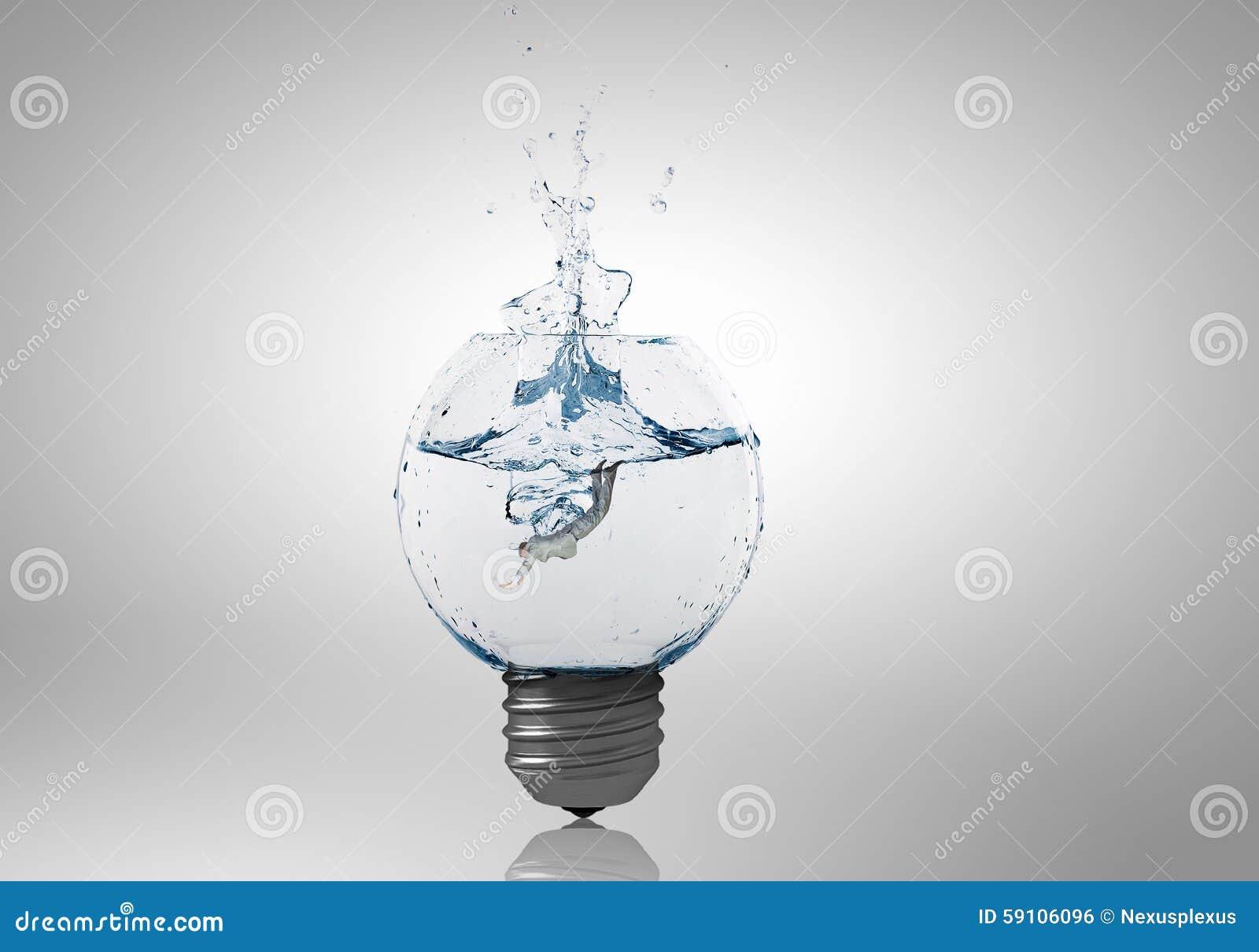 电灯泡用清楚的水