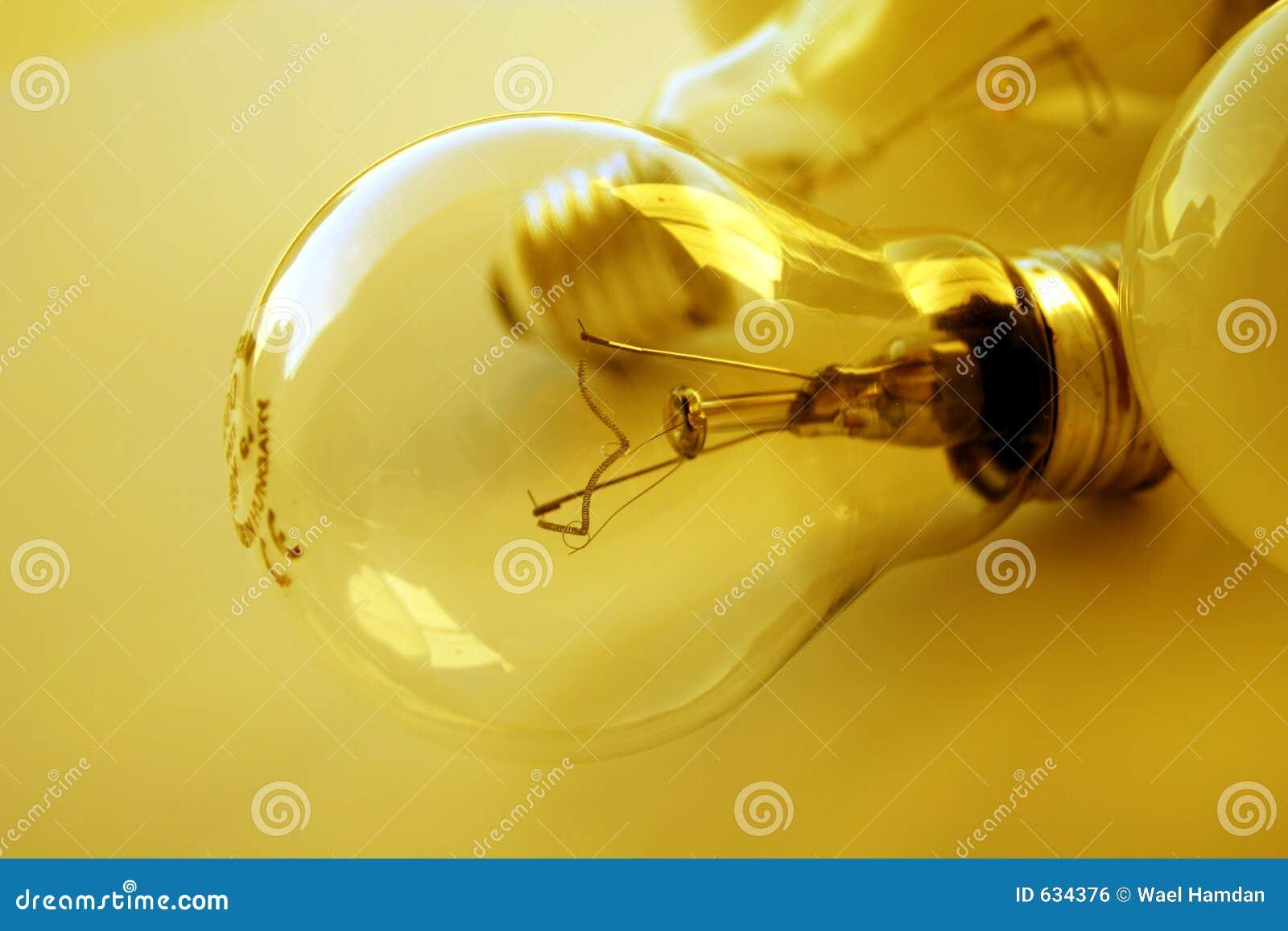 电灯泡金黄轻的心情