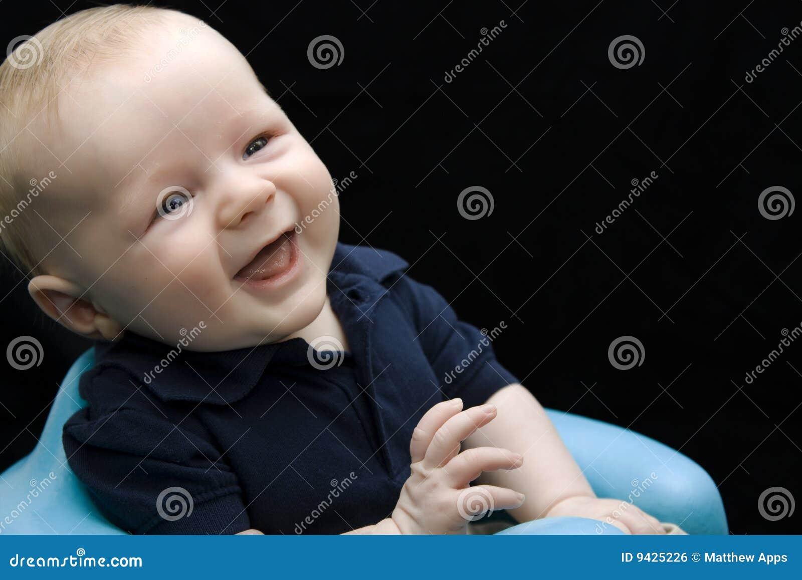 男婴逗人喜爱笑