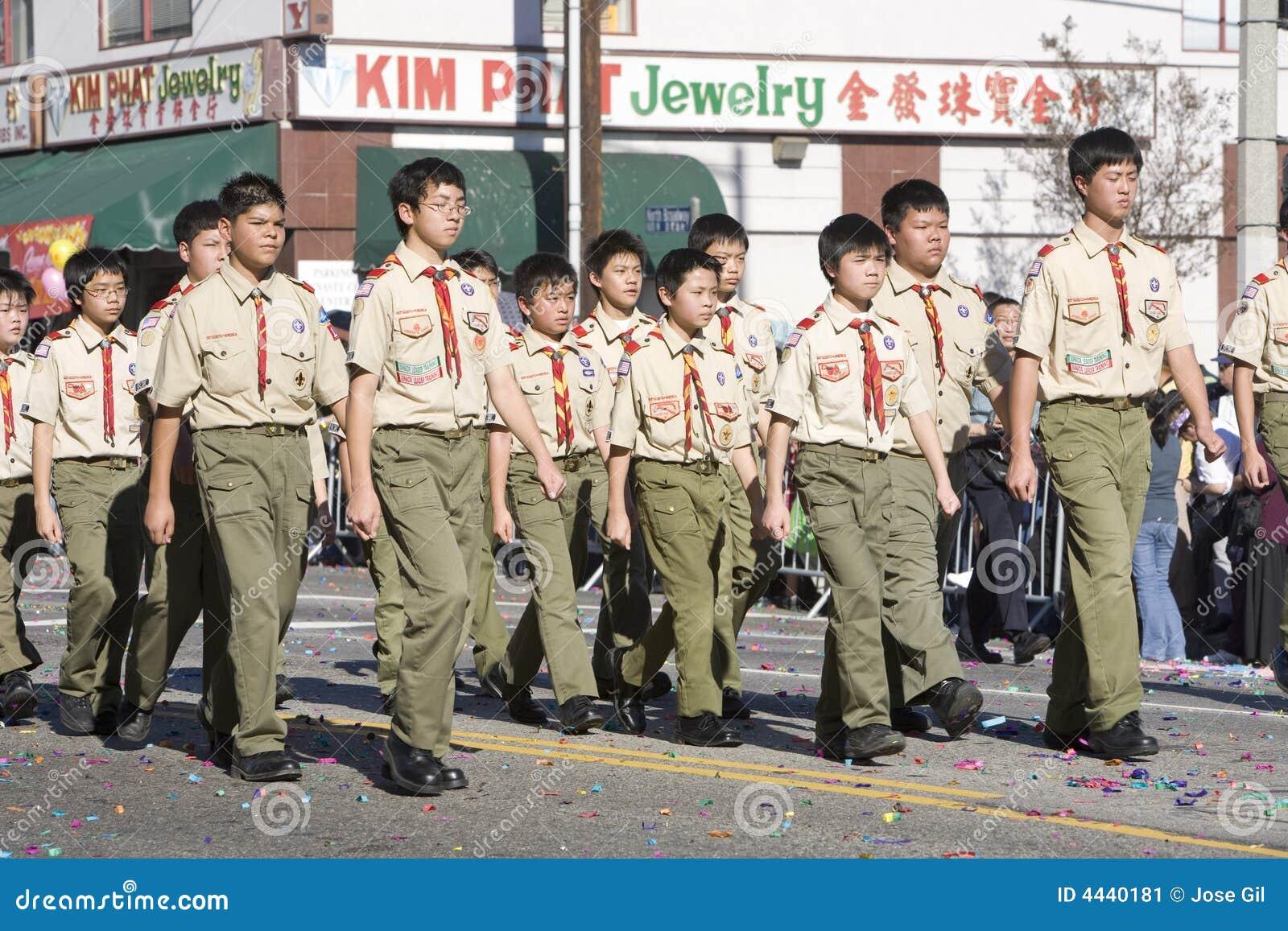 男孩中国新的游行侦察年