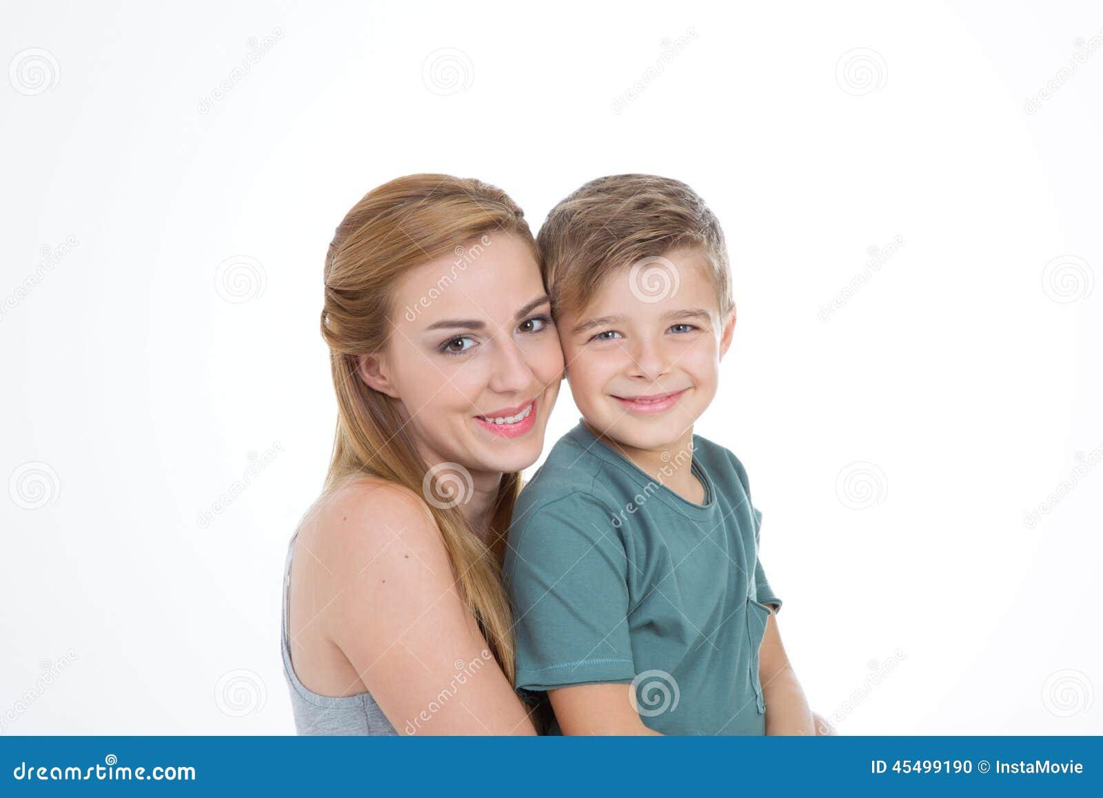 男孩和女孩画象空的背景的
