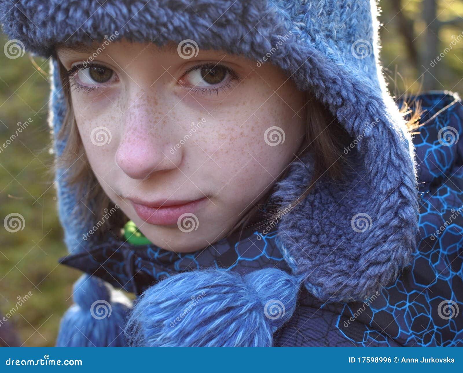 男孩纵向冬天