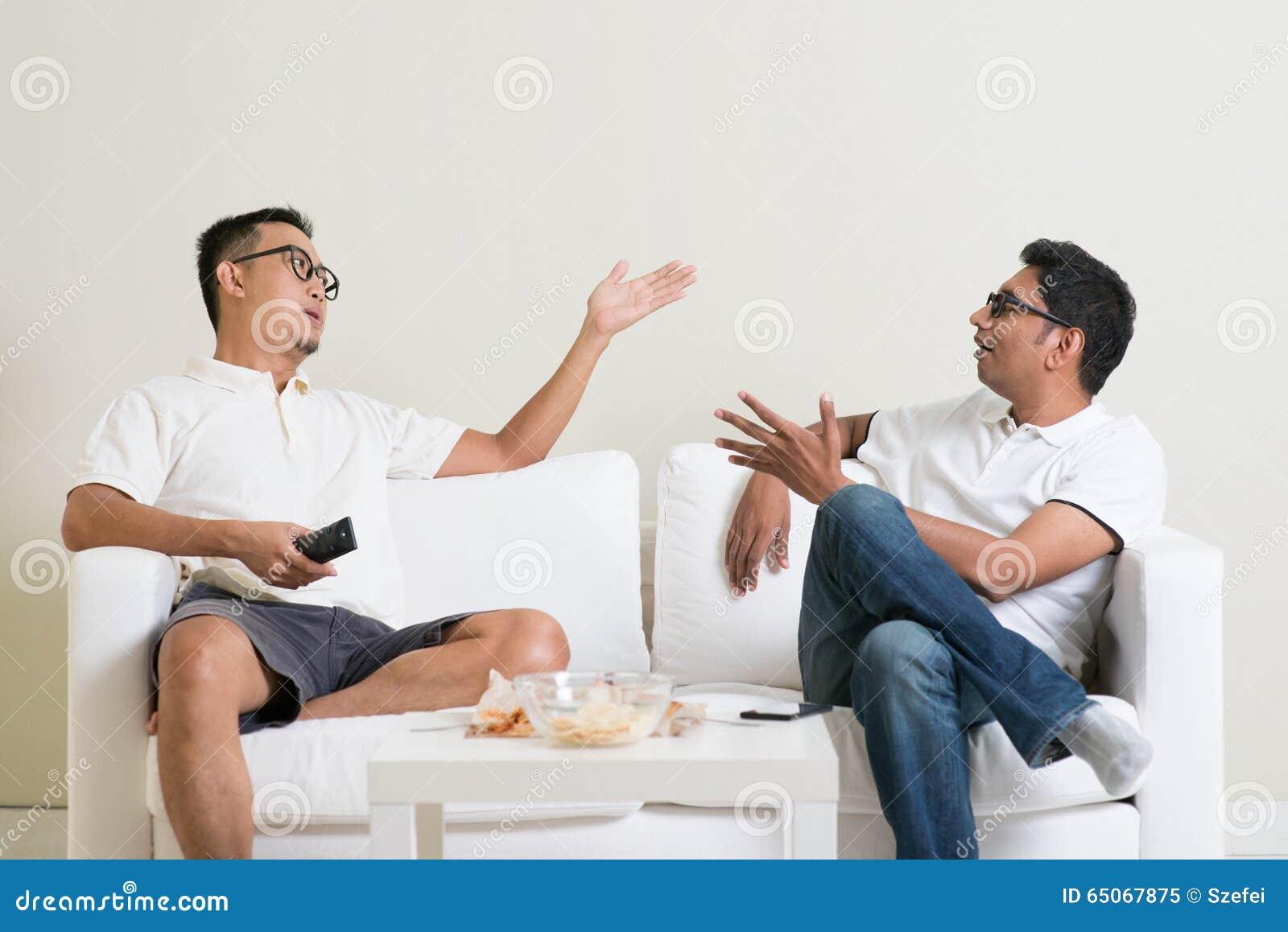 男性朋友争论
