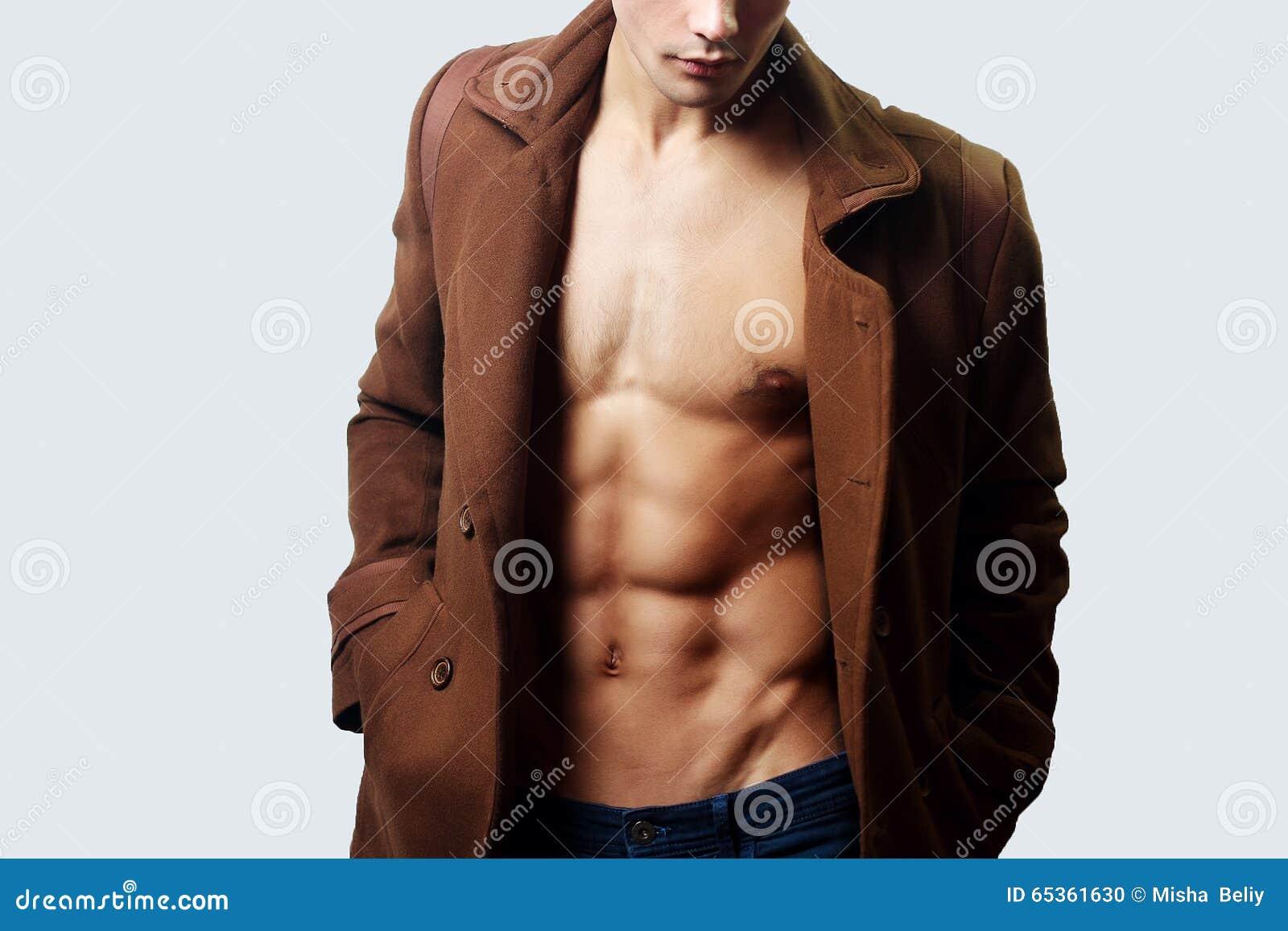 男性肌肉躯干