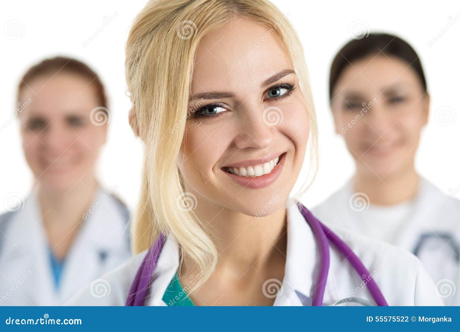 医疗队围拢的女性医生画象