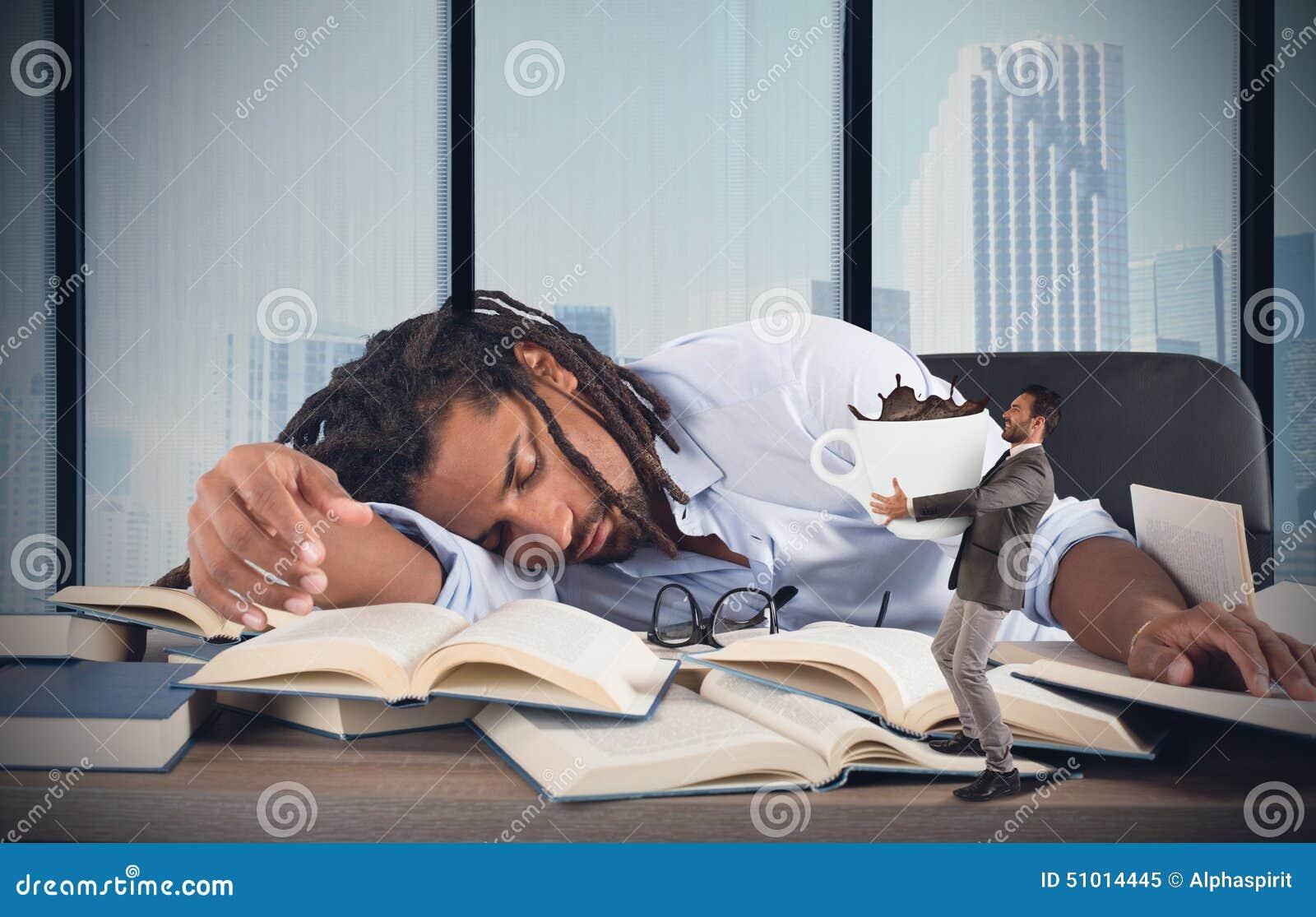疲乏的经理需要咖啡因