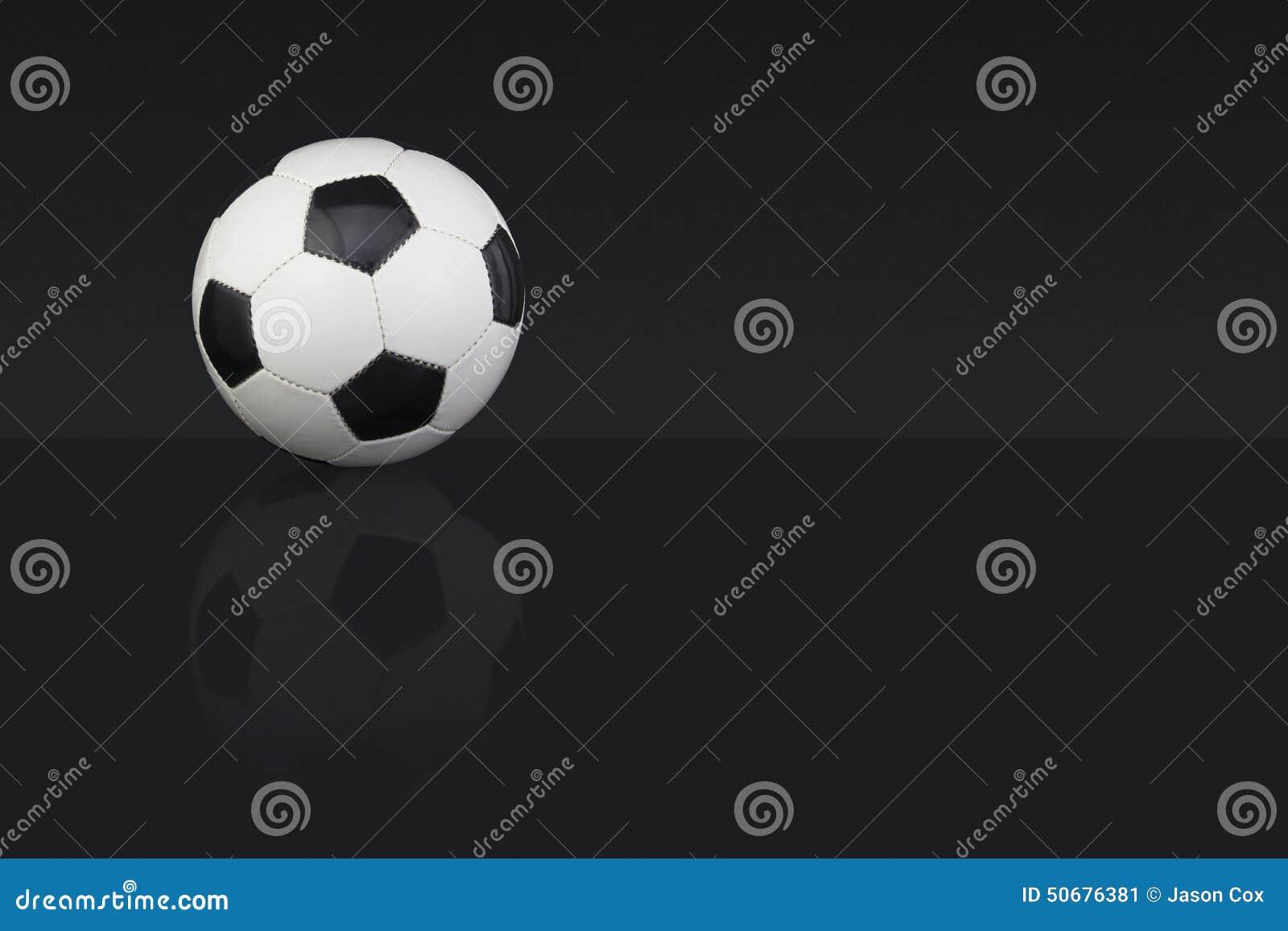 Download 黑白皮革橄榄球 库存图片. 图片 包括有 竹子, 水平, 黑暗, 类型, 来回, 空间, 投反对票, 横向 - 50676381
