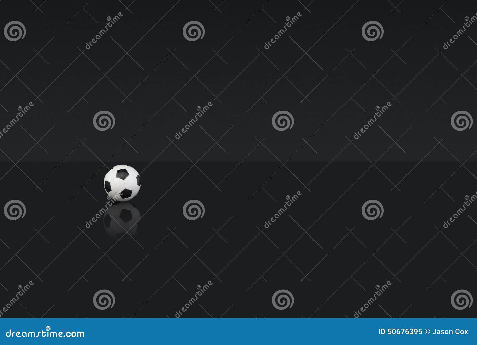 Download 黑白皮革橄榄球 库存图片. 图片 包括有 类型, 横向, 复制, 黑暗, 水平, 空间, 投反对票, 竹子 - 50676395