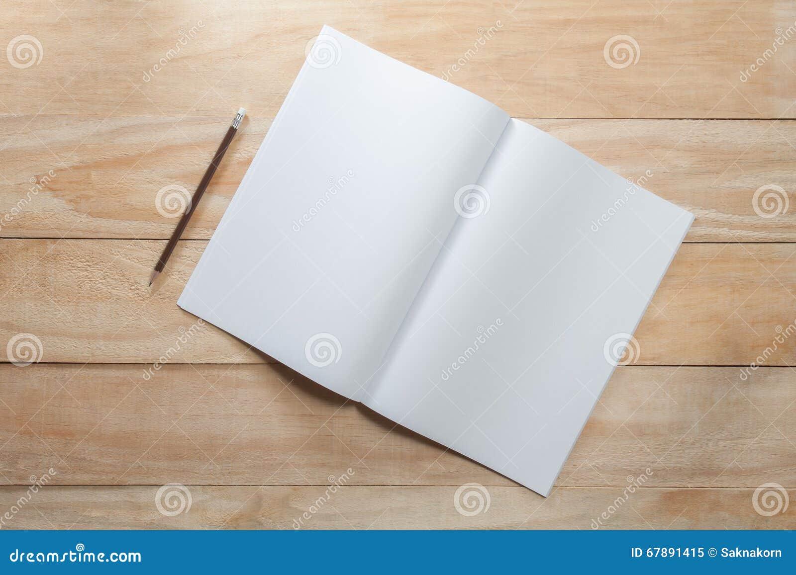 白纸或书嘲笑与铅笔