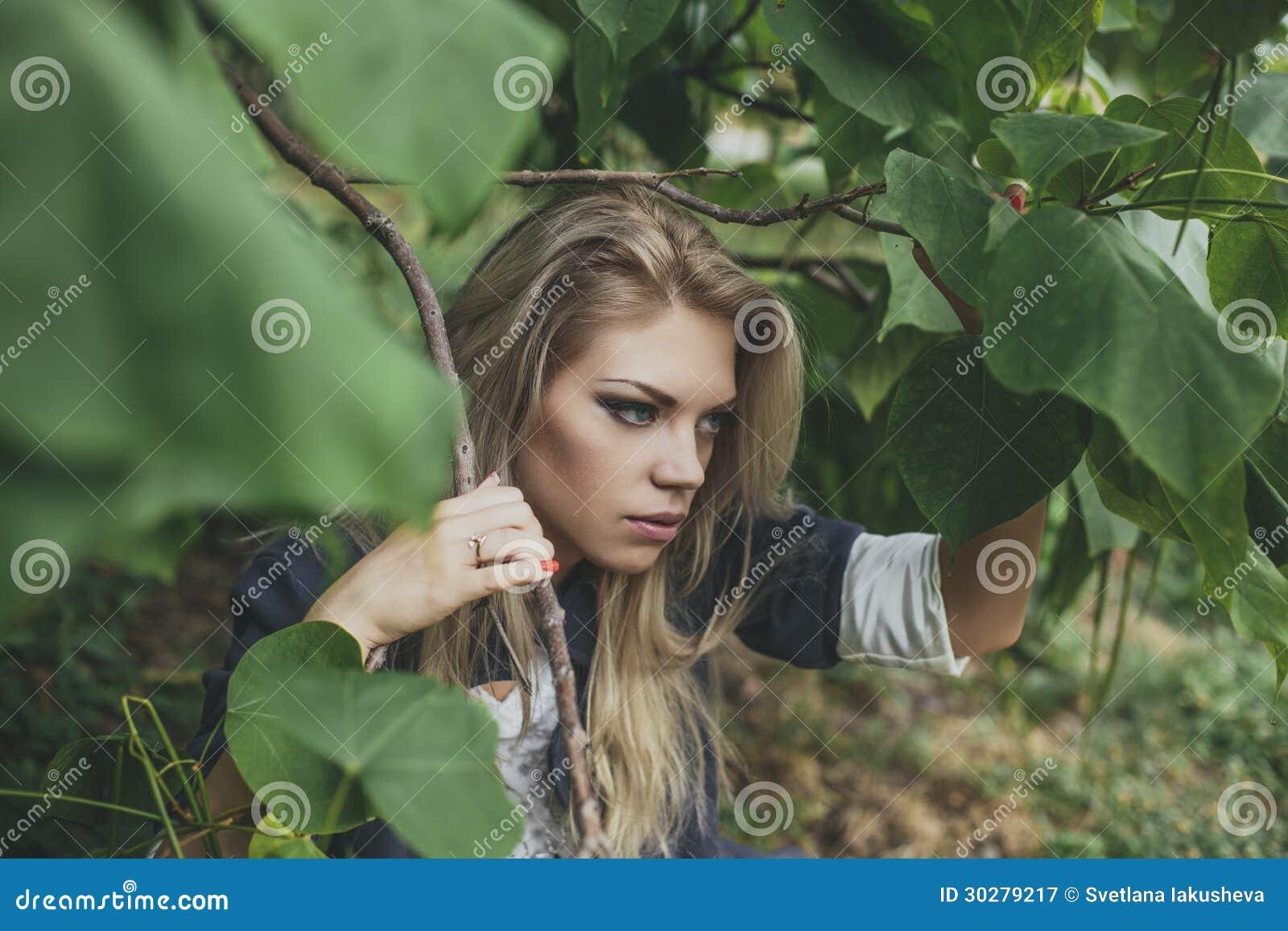 白肤金发的妇女