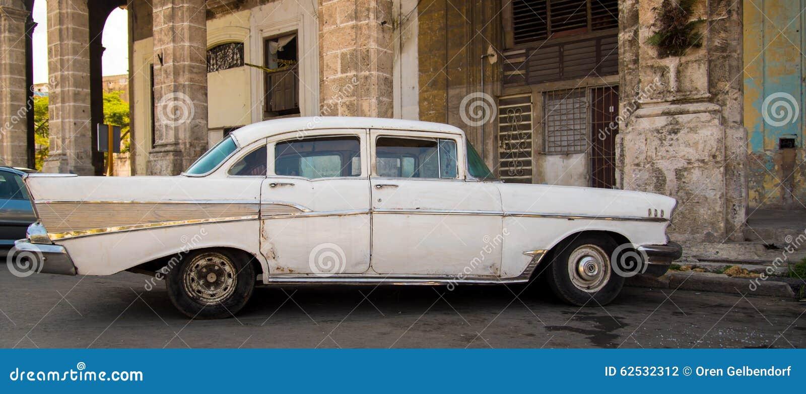 白色古巴汽车