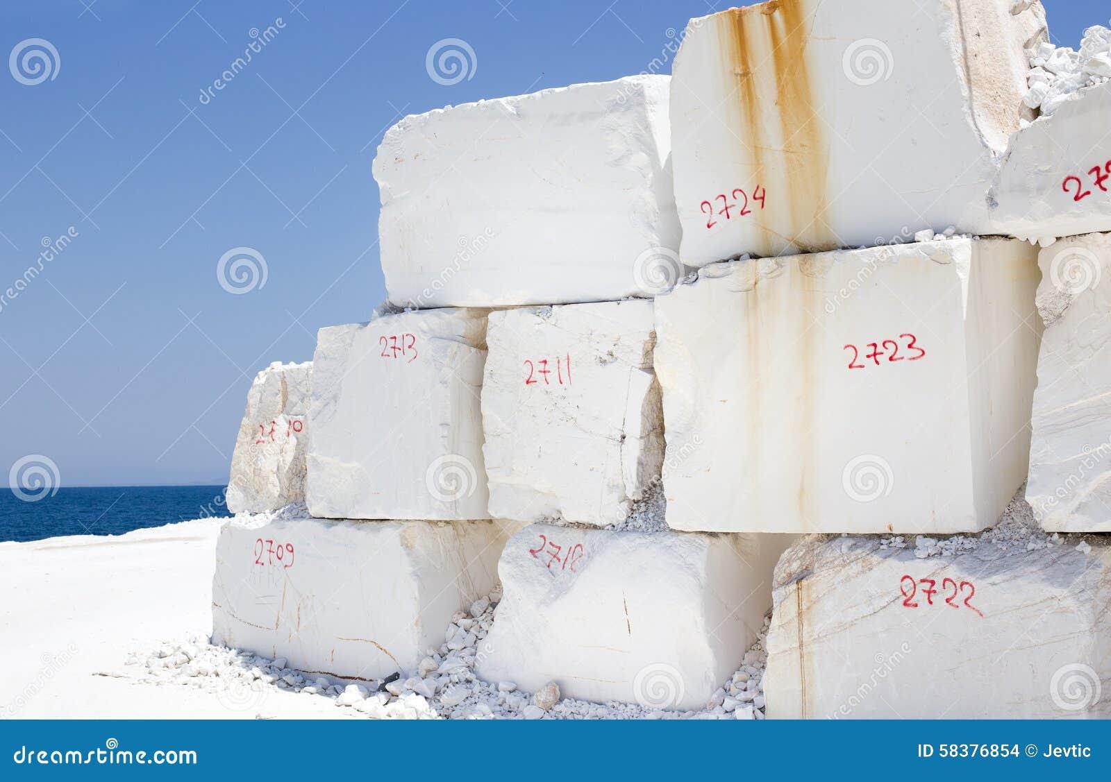 白色大理石quarrry在沿海