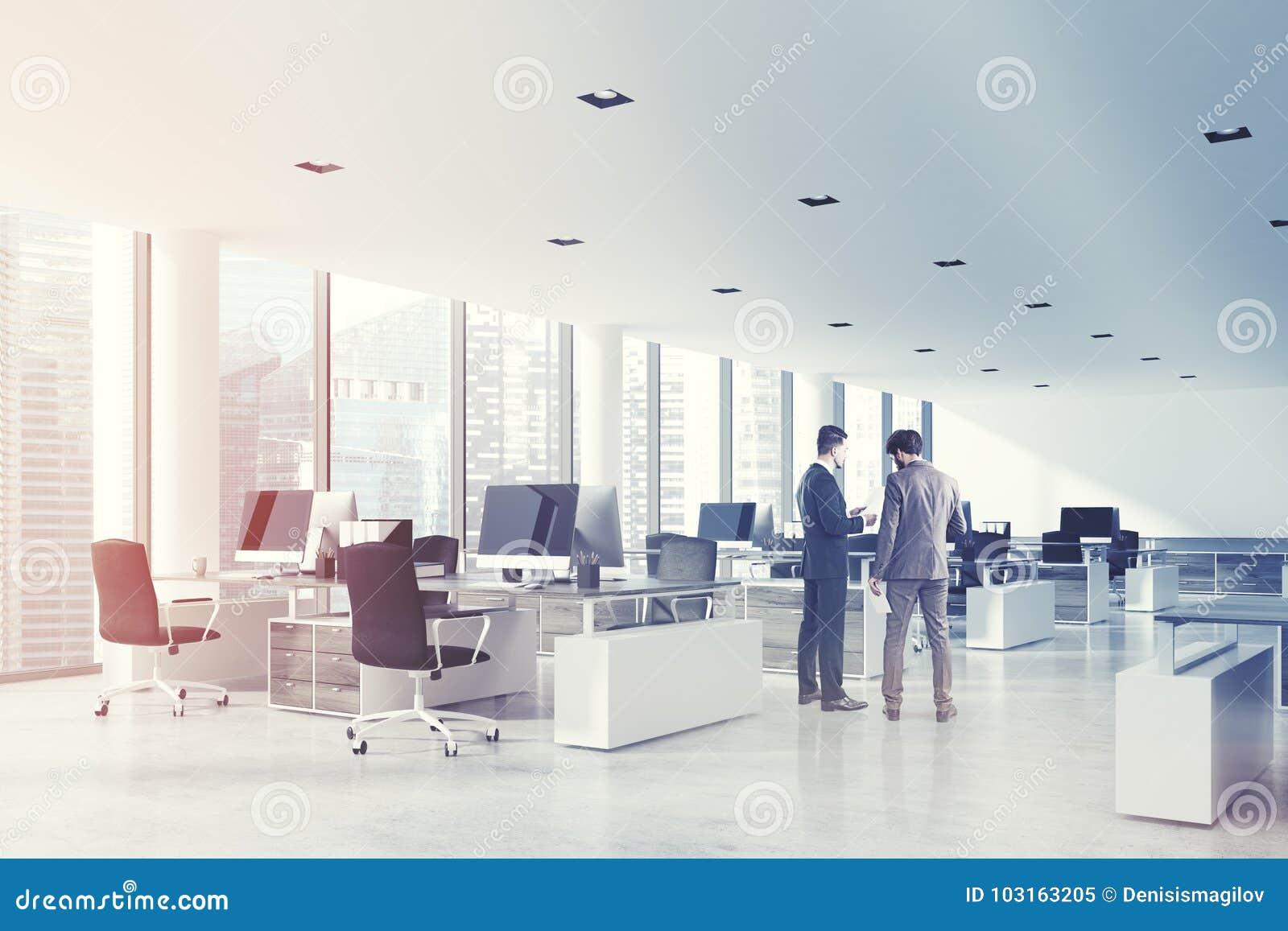白色天花板露天场所办公室,支持定调子