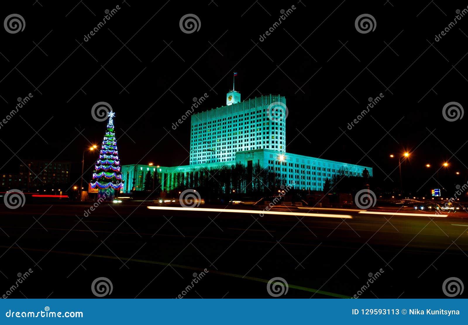 白色房子在莫斯科夜