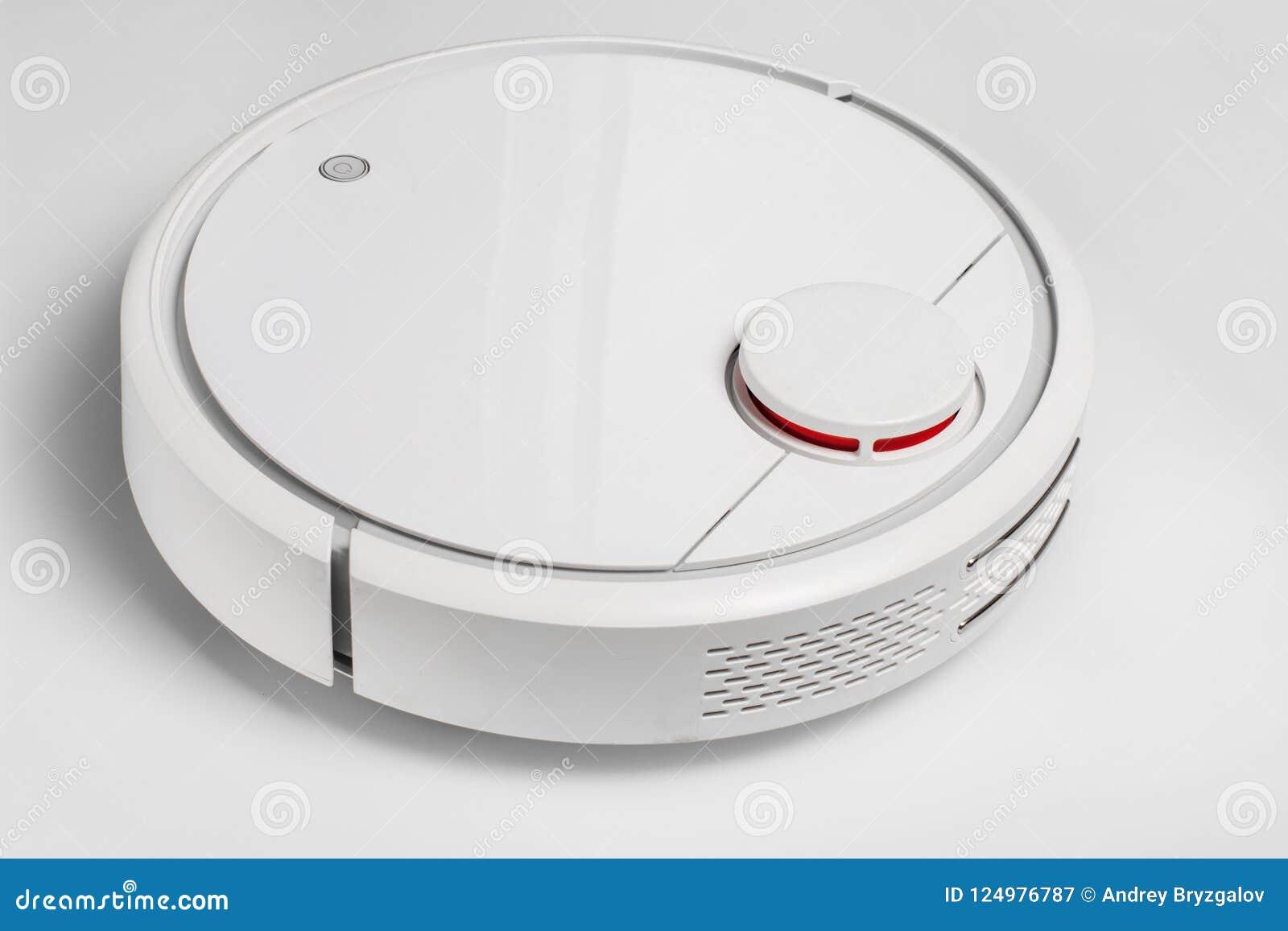 白色机器人吸尘器 机器人由直接清洁的声音命令控制 聪明的清洁现代技术