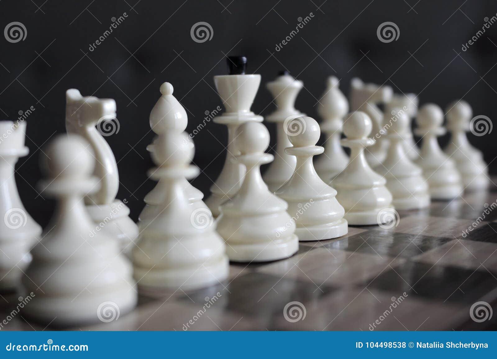 白色棋系列计算集中和未聚焦于木棋枰作为战略比赛概念