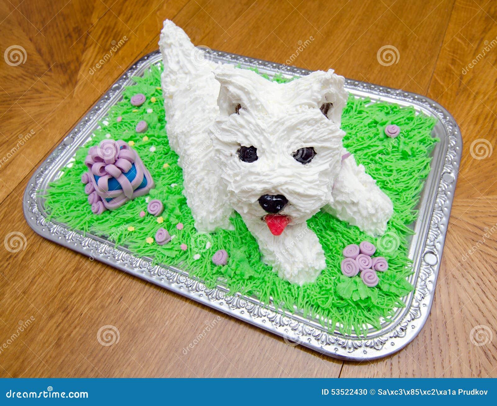 以白色约克夏狗的形式生日蛋糕
