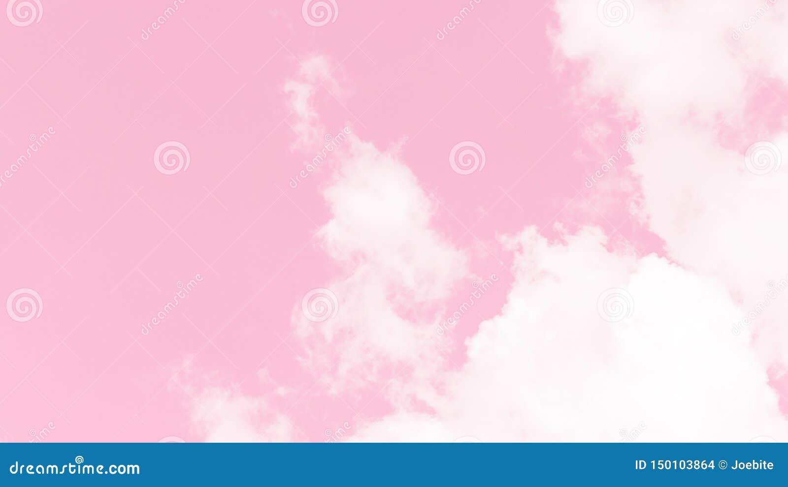 白色蓬松云彩抽象美丽的景色在软的粉红彩笔天空背景的 在甜颜色的抽象天空 在迷离的摘要