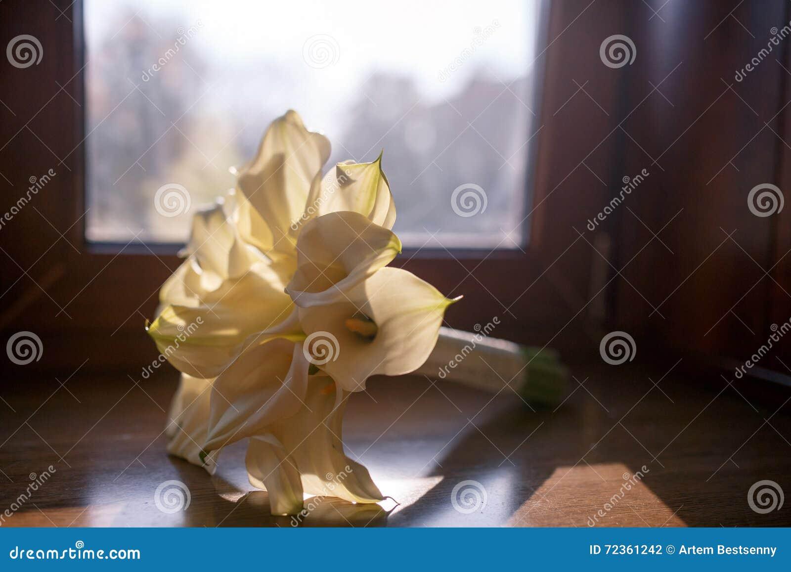 白色水芋属花婚礼花束