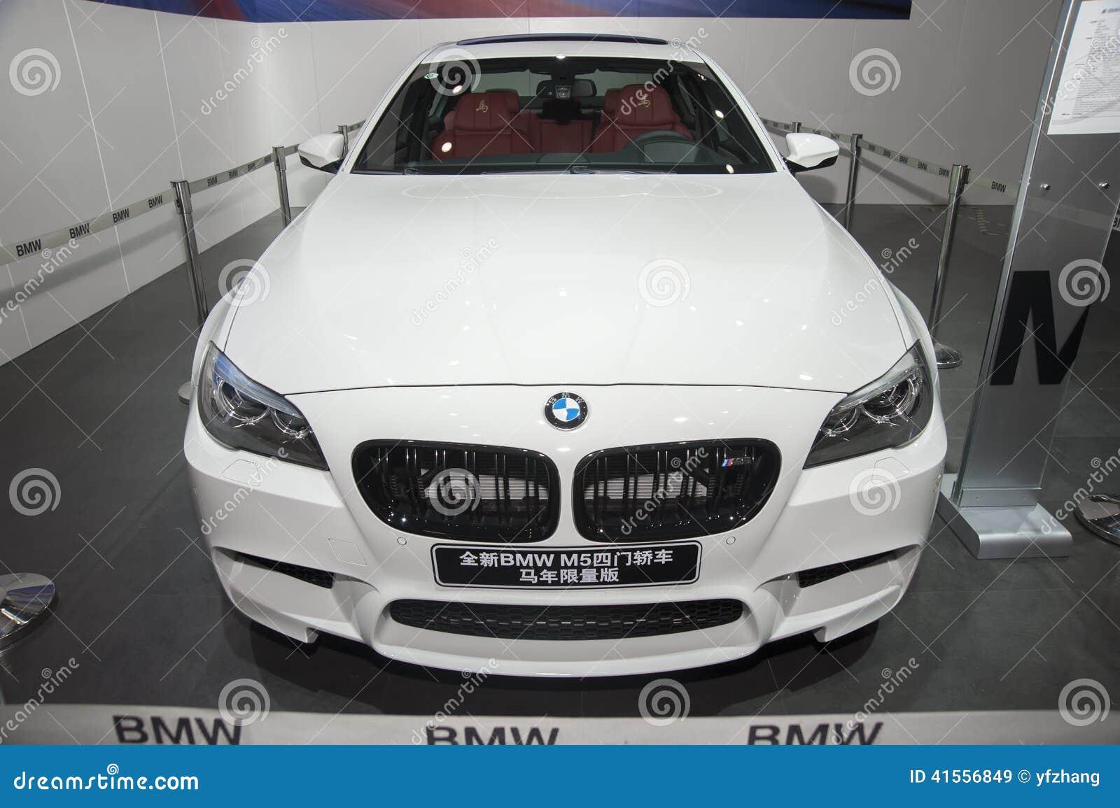 白色bmw M5四开门轿车马有限版汽车 编辑类库存图片 图片 包括有 速度 系列 显示 有限 赛跑