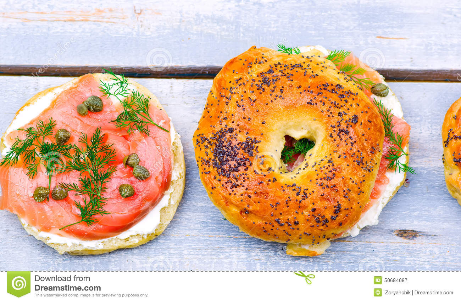 Download 百吉卷用熏制鲑鱼和乳脂干酪 库存图片. 图片 包括有 午餐, 引诱的, 空白, 制动手, 美食, 熏制, 巴西 - 50684087