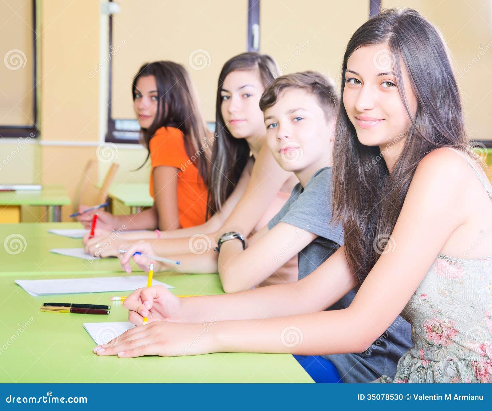 类的微笑的学生