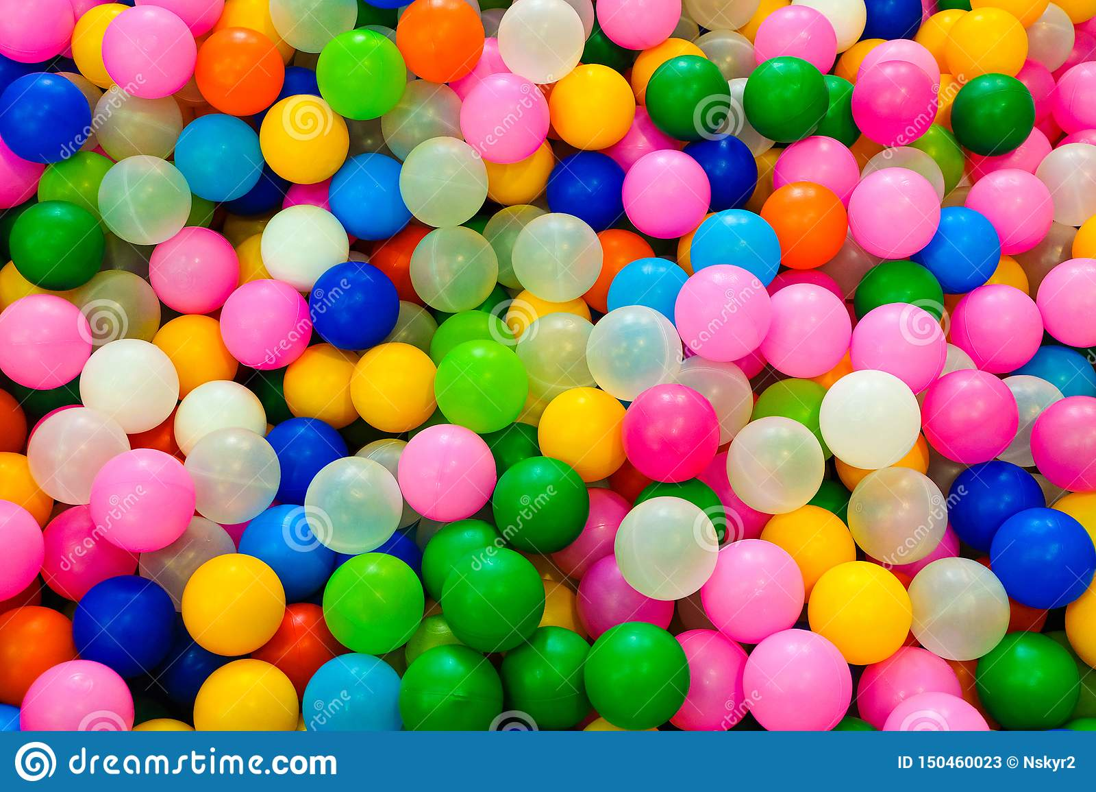 的许多色的赌博塑料球儿童游戏区域