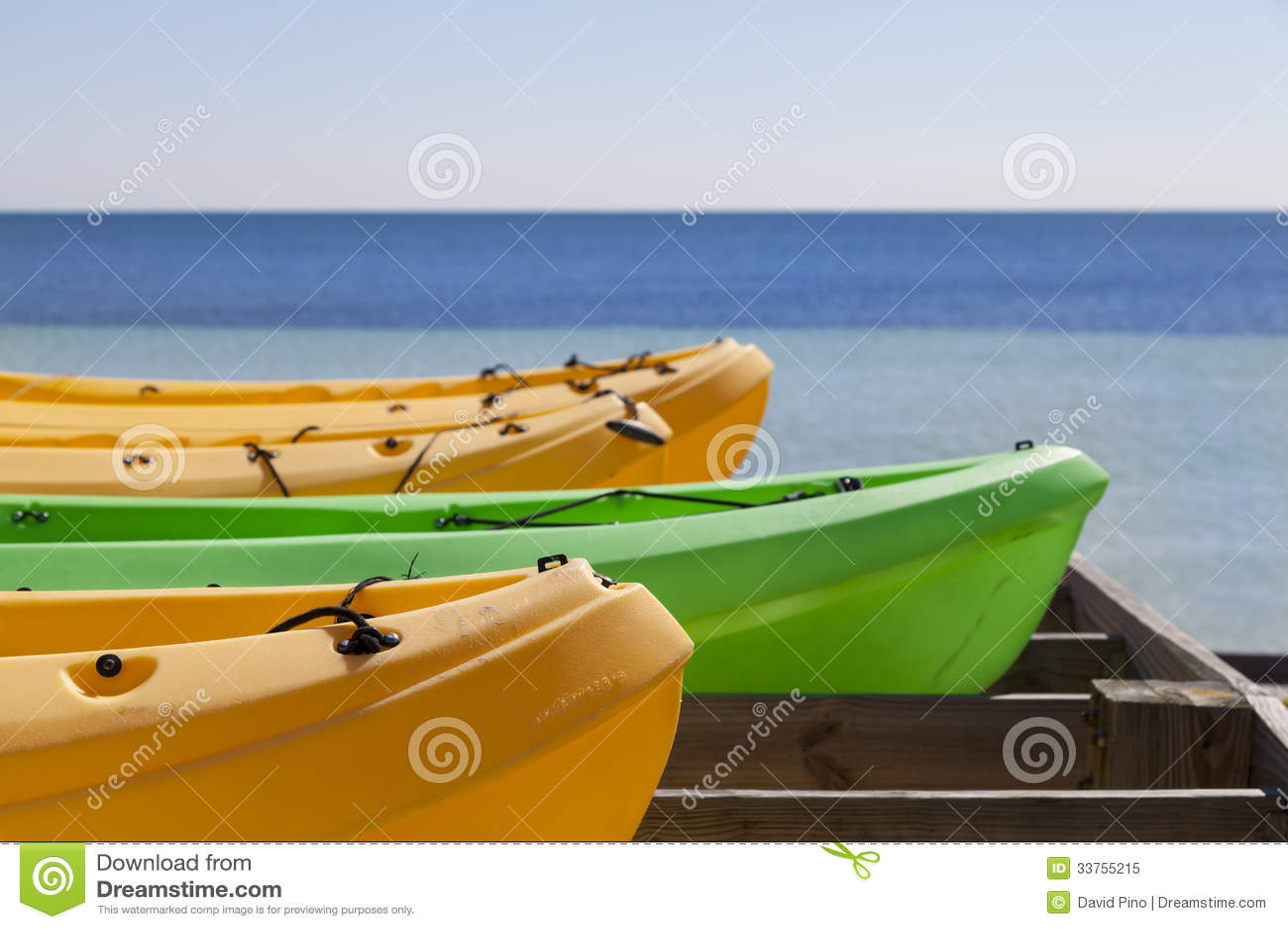 皮船准备好在夏天