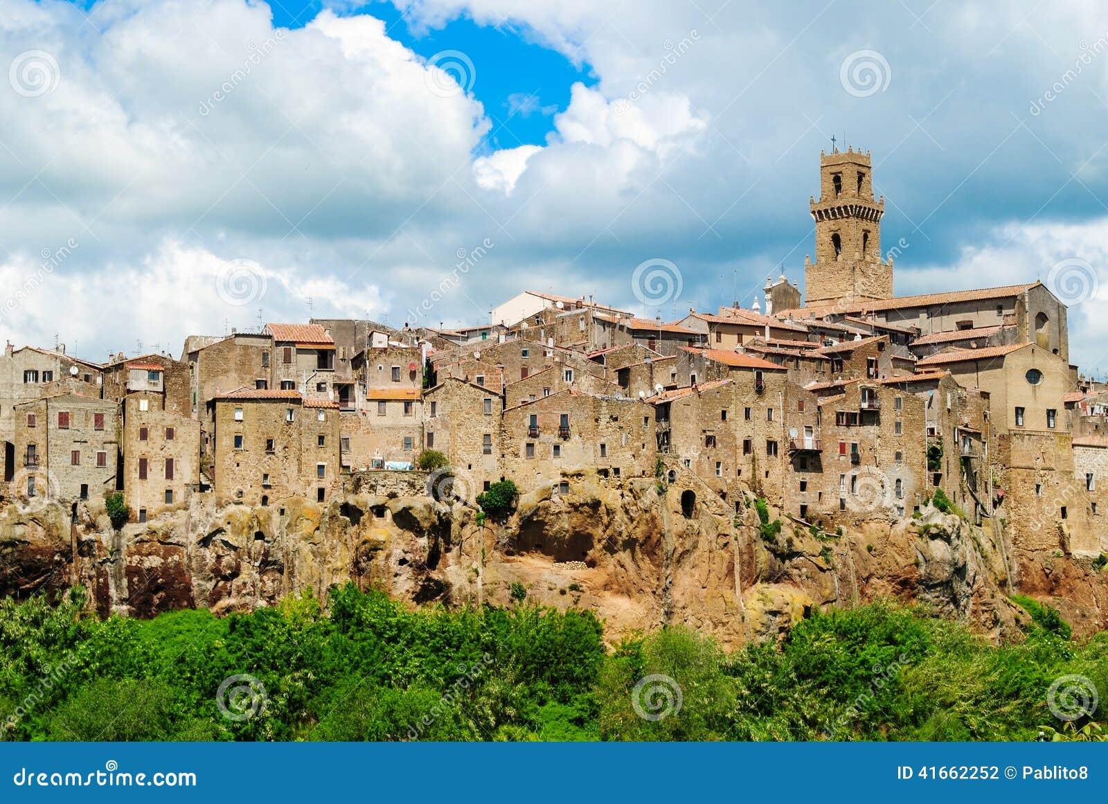 中世纪皮蒂利亚诺市是用意大利语位于的一颗真正的宝石托斯卡纳.众泰t300和传祺gS3比较图片