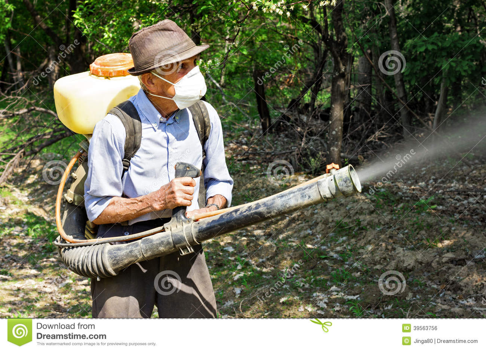 盆射树的农民与化学制品