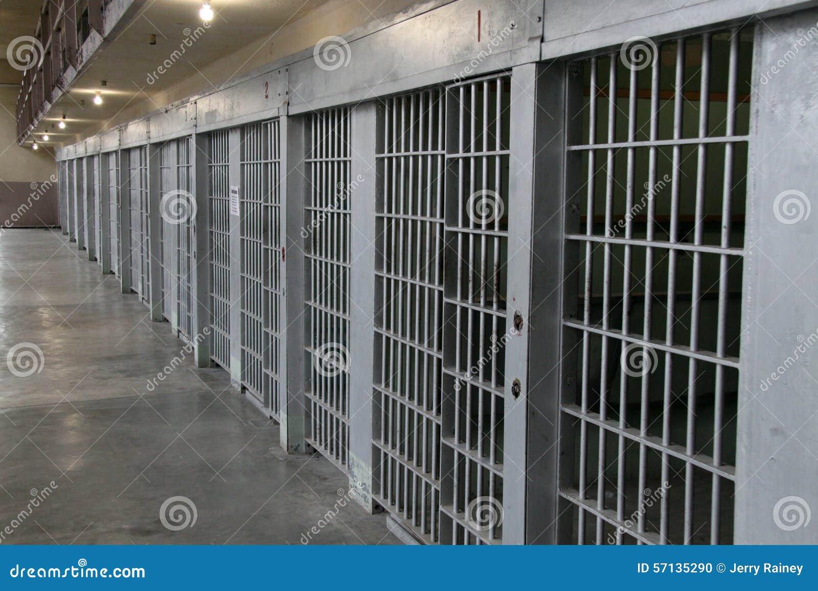 监狱牢房行在单元块的