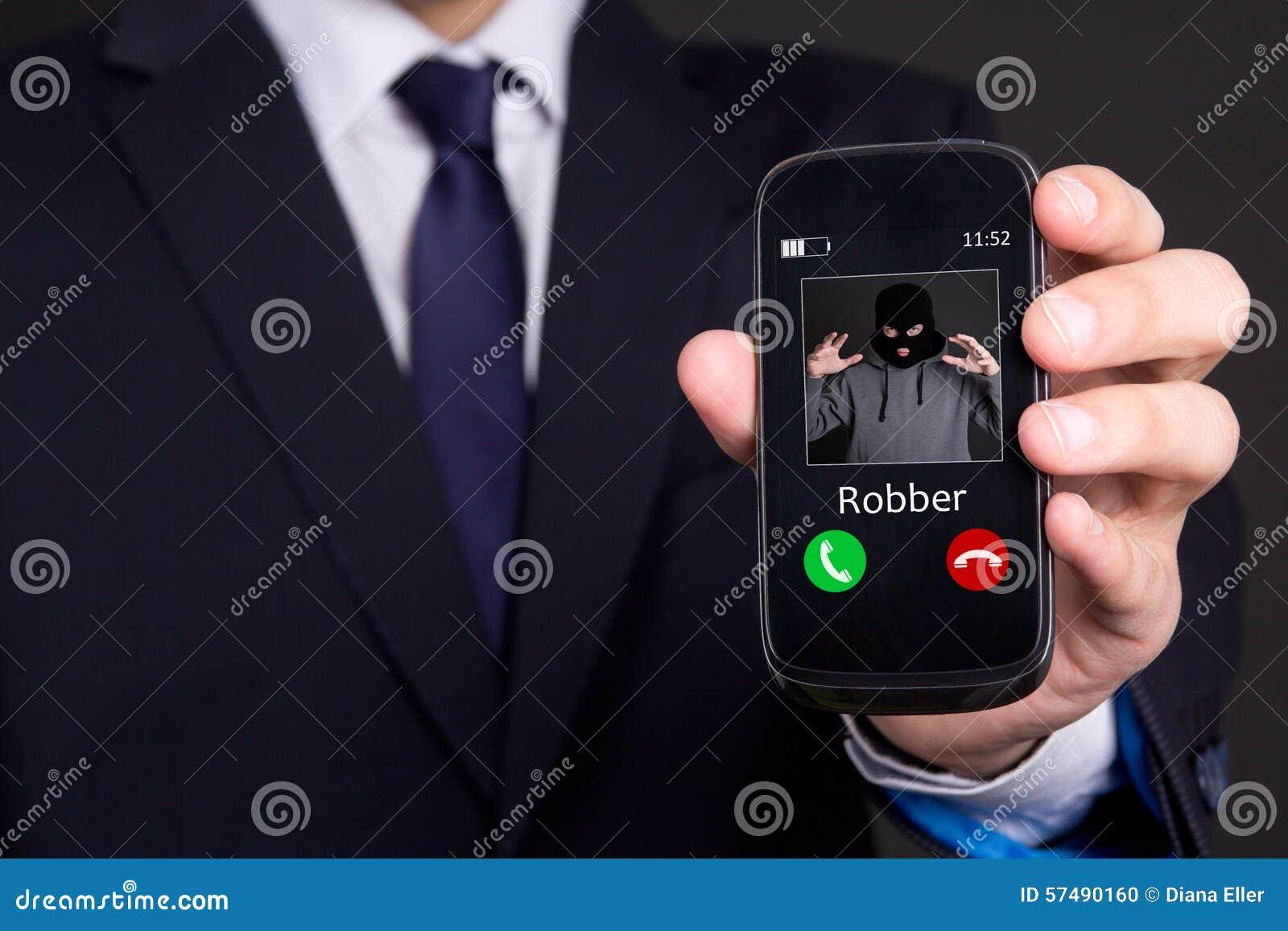 给盗案概念打电话-递拿着巧妙的电话