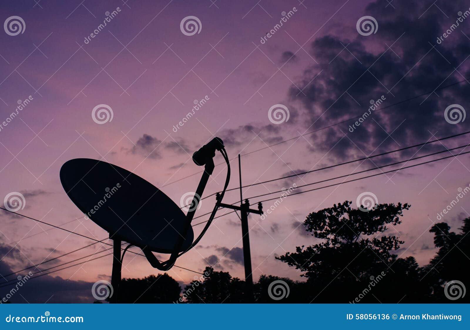 盘例证查出的卫星向量白色