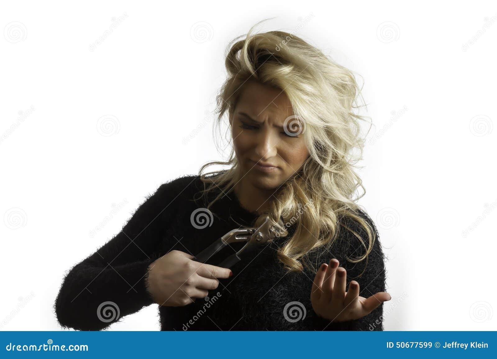 Download 相当白肤金发迷茫设法剪有钳子的头发 库存图片. 图片 包括有 查出, 沉默寡言, 威逼, 设计, 方式, 木匠业 - 50677599
