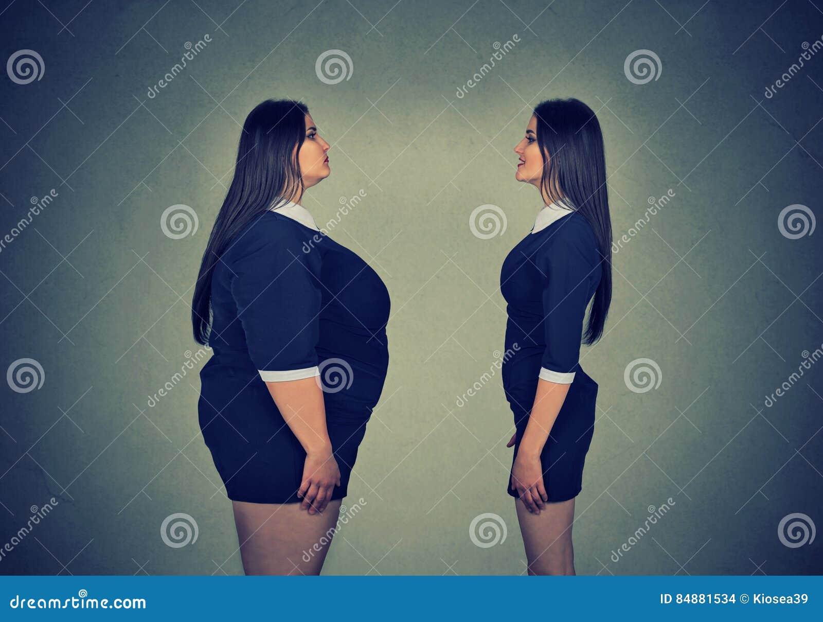 看亭亭玉立的女孩的肥胖妇女 饮食选择概念
