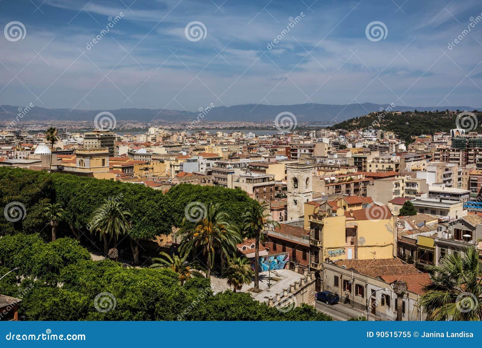 看法在卡利亚里,撒丁岛从上面