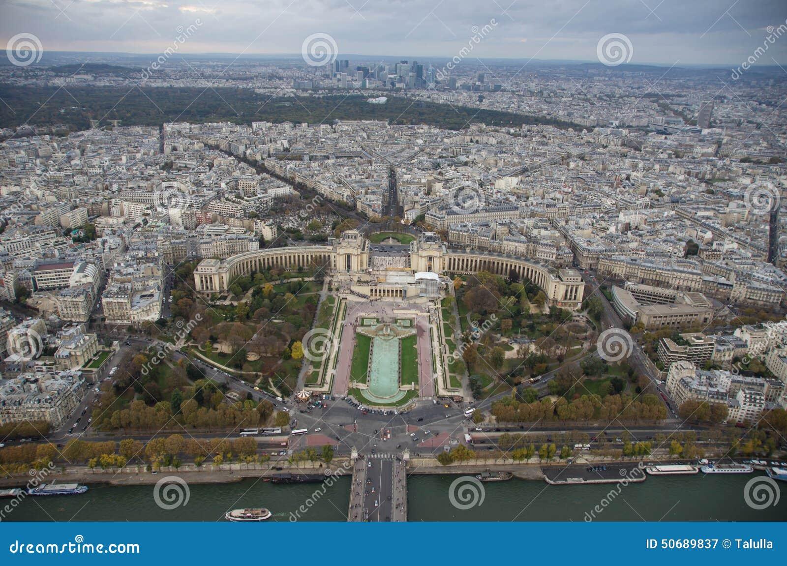 Download 巴黎看法在多云晚上 库存图片. 图片 包括有 城市, 法国, 秋天, 房子, 屋顶, 阳光, 节假日, 欧洲 - 50689837