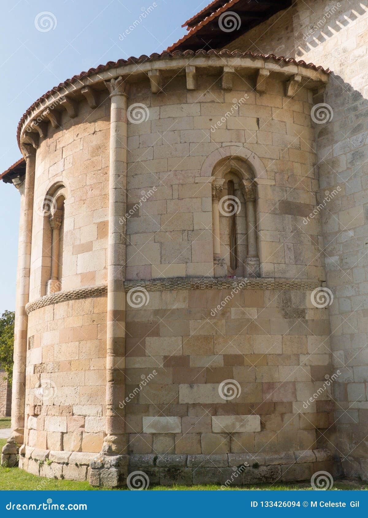 看法罗马式大教堂,圆筒近星点