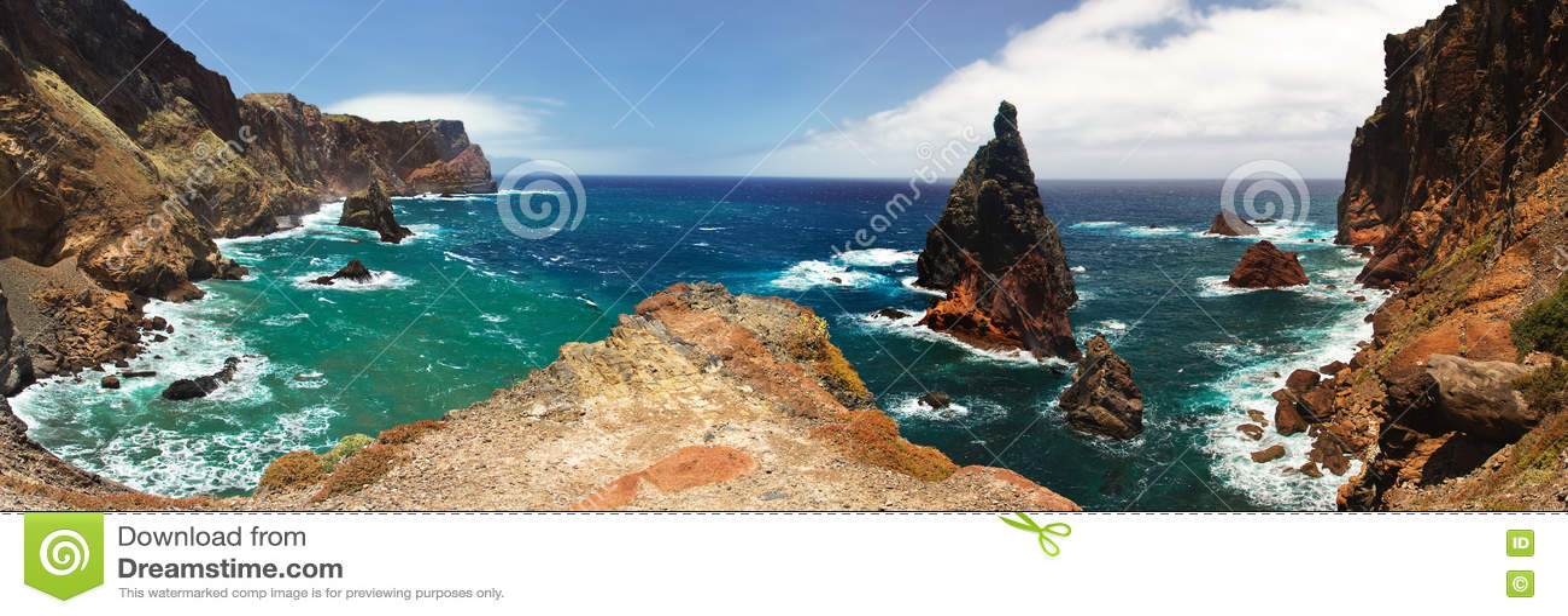 看法马德拉岛的许多岩石海湾之一