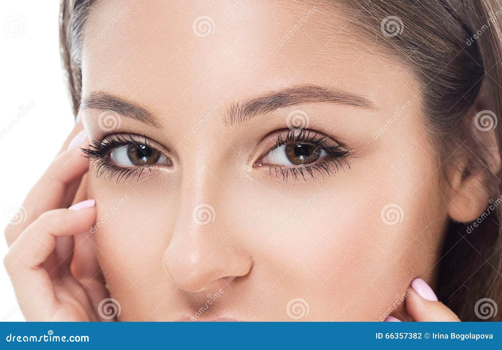 眼睛妇女眼眉注视鞭子